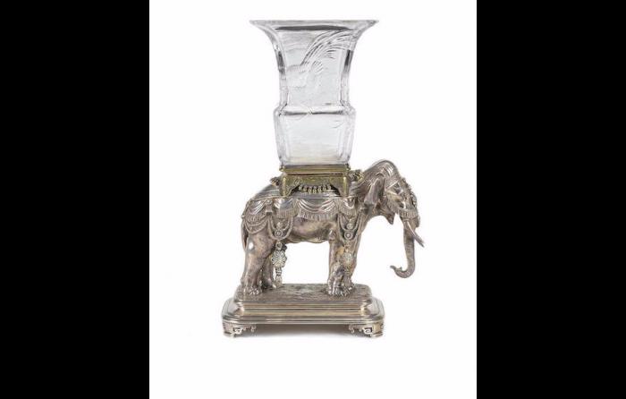 Cristallerie de Baccarat       :  Important vase en cristal et bronze argenté