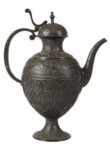 Edouard LIÈVRE       :  Aiguière de style persan